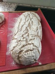 Brot mit Sauerteig aus reinem Roggenmehl