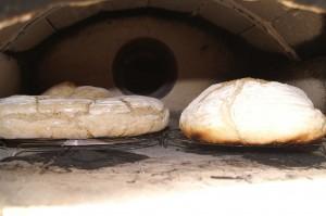 Brot aus dem Holzofen