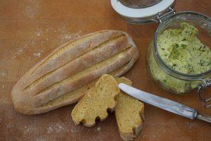 Selbstgemachtes Brot mit Maismehl