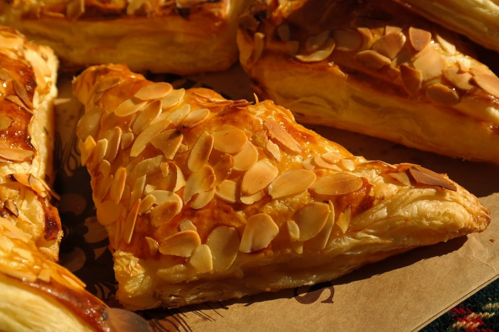 apple bags, pastries, puff pastry