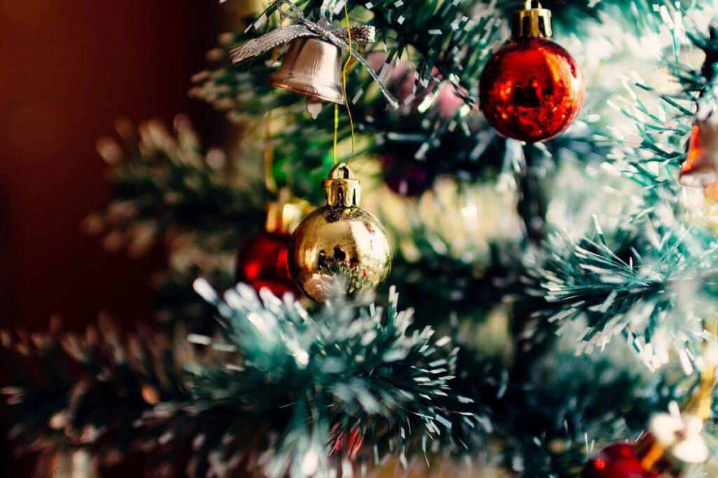 christmas tree, ornaments, christmas-1149619.jpg